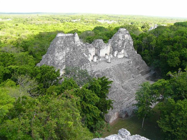 La zona arqueológica de Becán