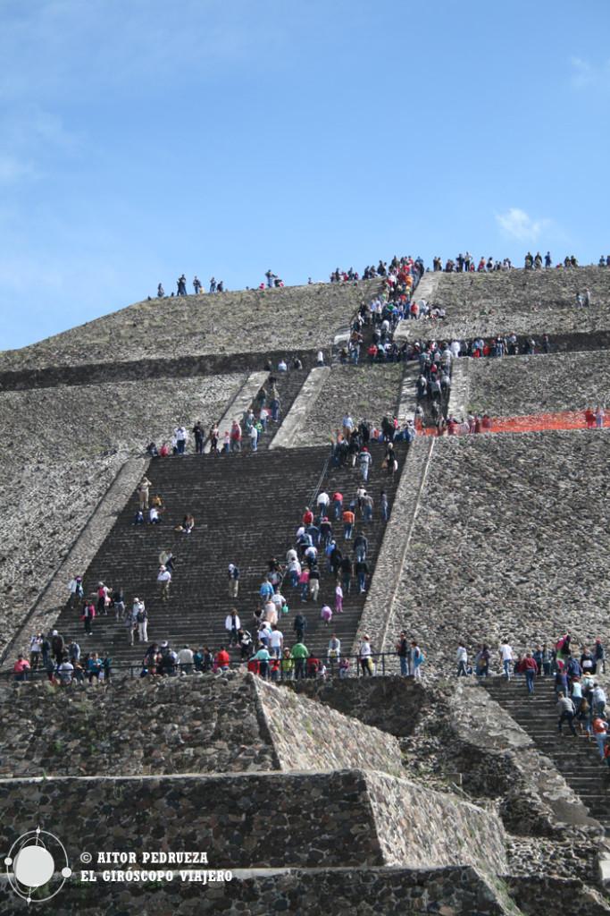 Ascenso a la Pirámide del Sol