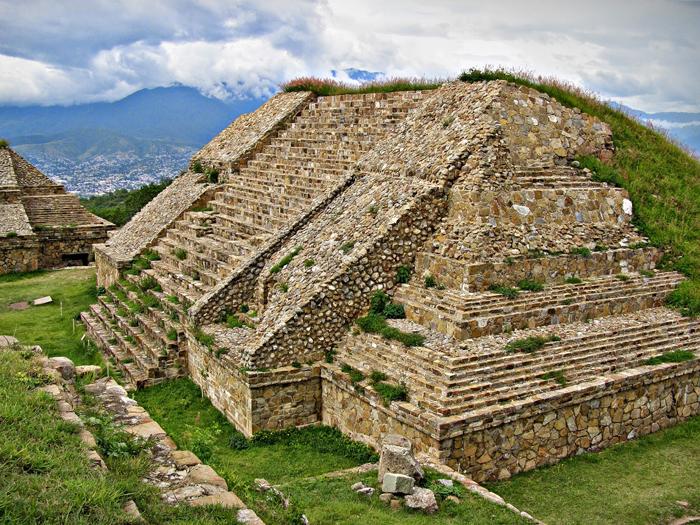 Pirámide del yacimiento de Monte Albán