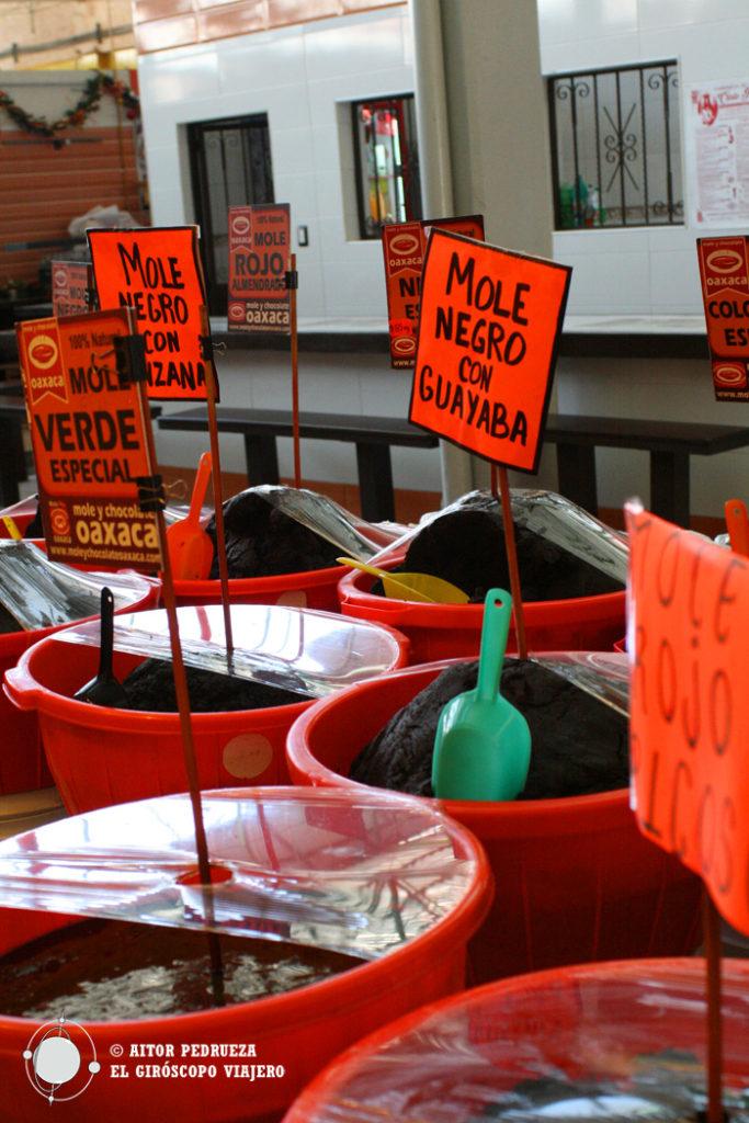 Puesto de mole en el mercado 20 de Noviembre de Oaxaca