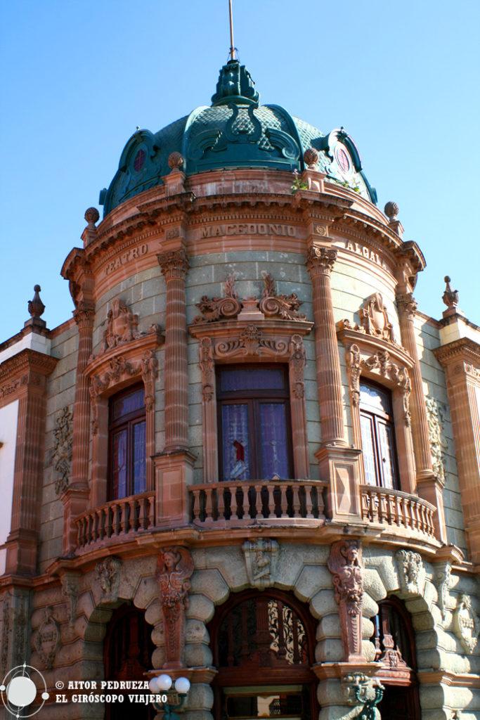 Exterior del Teatro Macedonio Alcalá