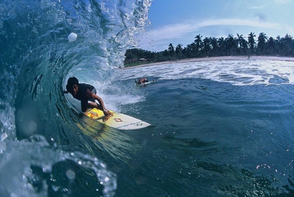 Surfers en la playa de Sayulita