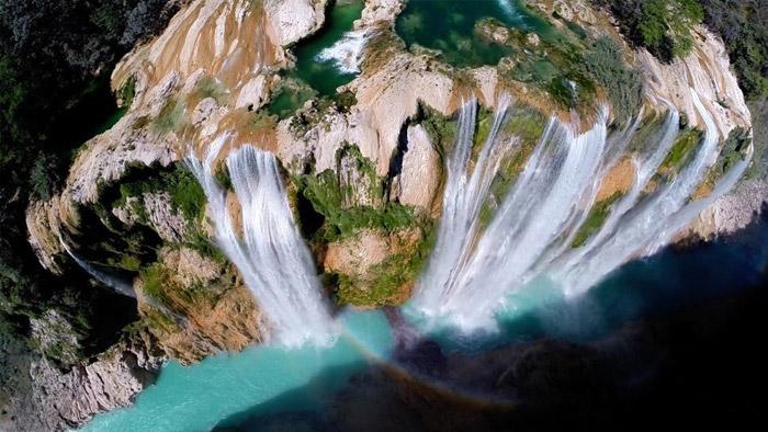 La cascada Tamul precipitándose al vacío