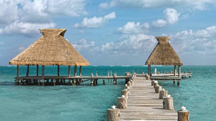 Palafitos flotantes en la costa de la Riviera Maya