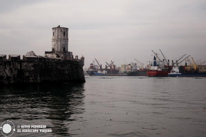 San Juan de Ullua con el puerto al fondo