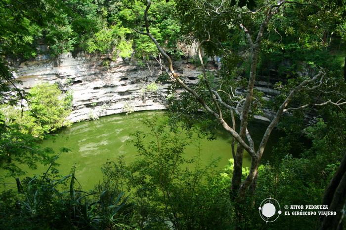 El inmenso cenote maya de Chichén Itzá