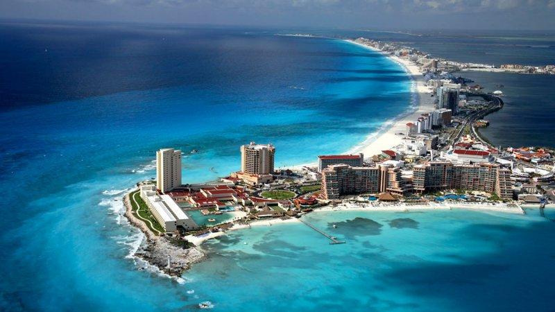 Las cristalinas aguas del Caribe Mexicano que bañan la costa de Cancún son un sueño