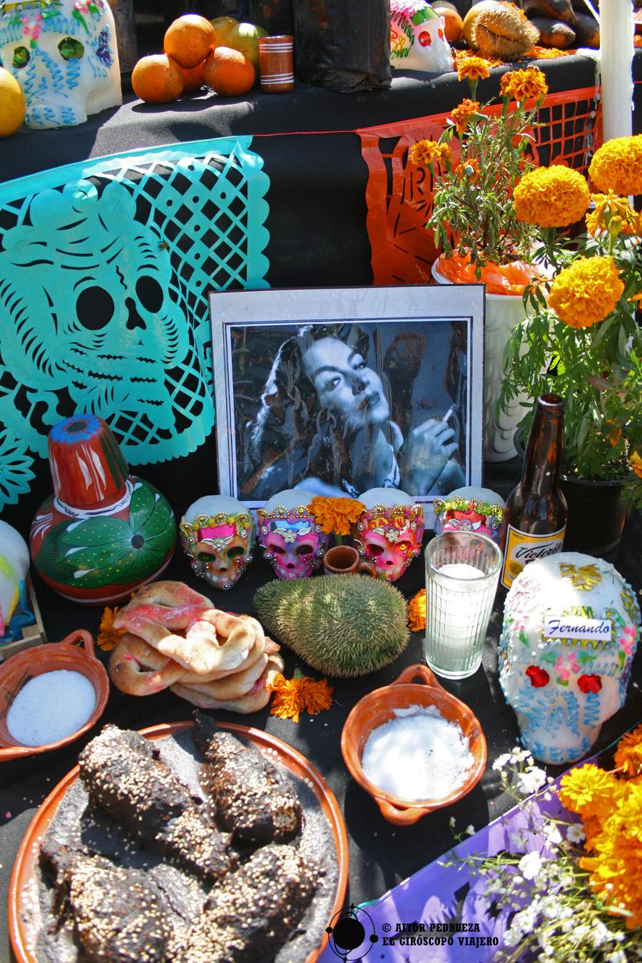 Ejemplo de una ofrenda a la actriz mexicana María Félix en el día de muertos