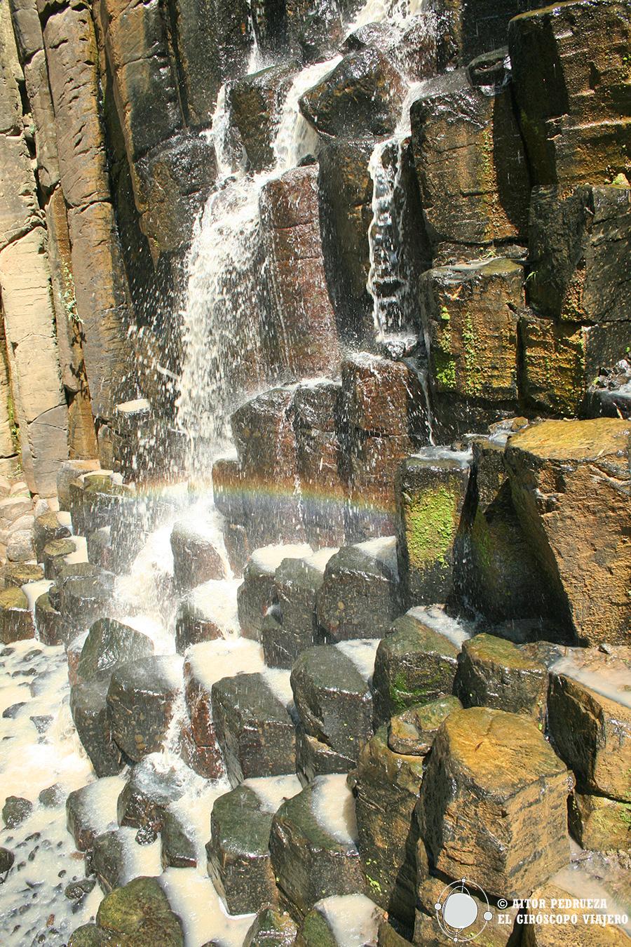 Una de las cascadas de los prismas básalticos