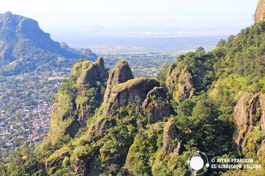 Las formas de corcovado del cerro Tepozteco
