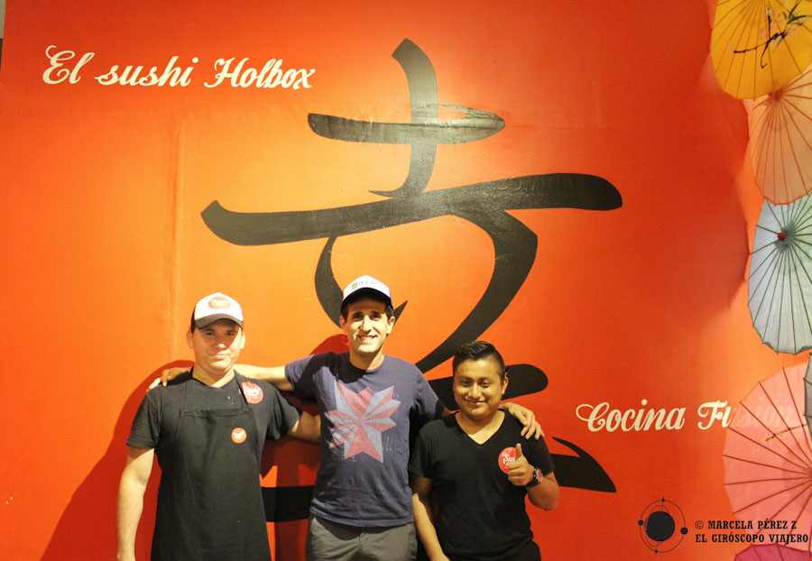Con nuestros amigos de Sushi de Holbox... Qué rico todo, gracias! ©Marcela Pérez Z.