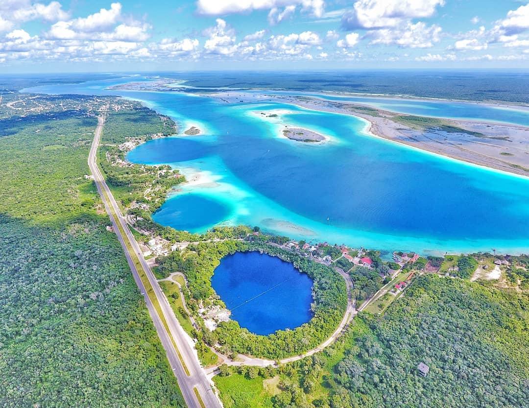 Vista de la laguna de los siete colores de Bacalar