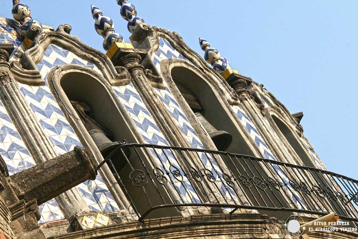 Azulejos de Talavera en la cúpula de la iglesia del pocito