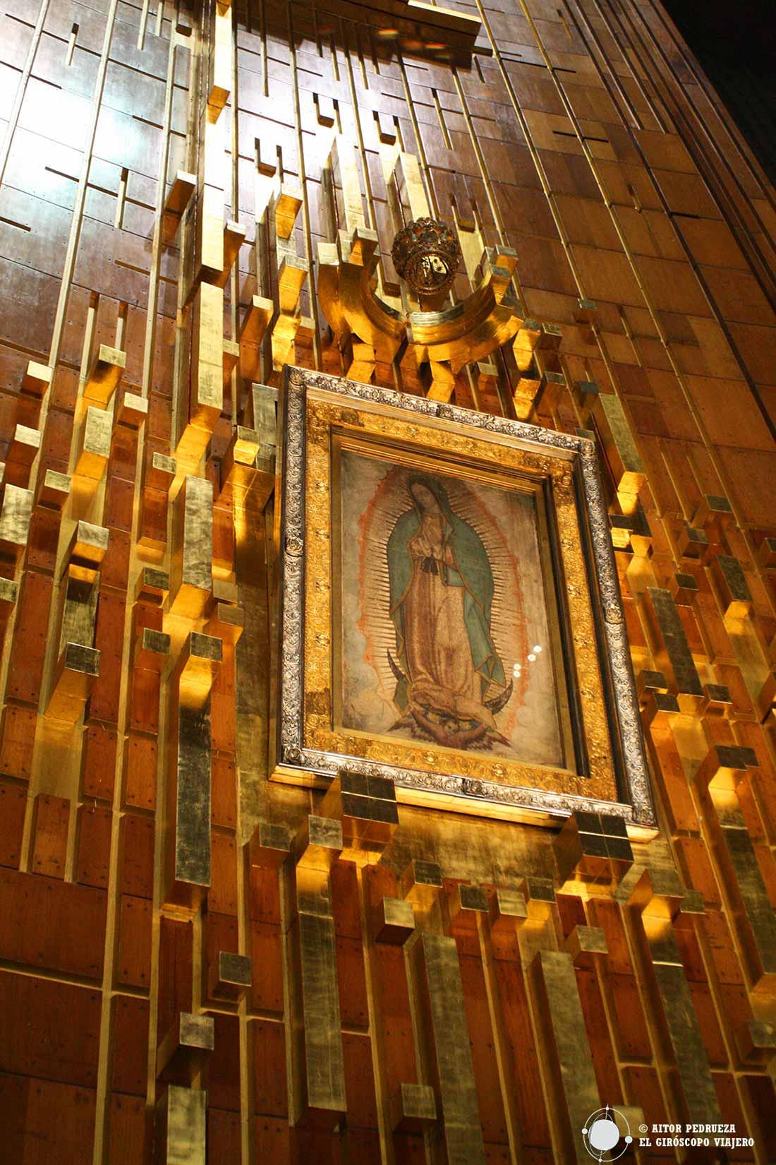 Tilma de San Juan Diego con la imagen de la virgen de Guadalupe