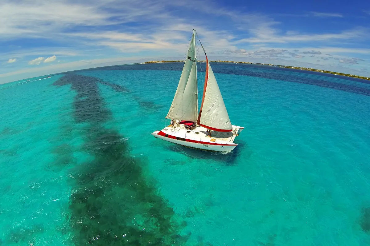 Excursión en catamarán a Isla Mujeres
