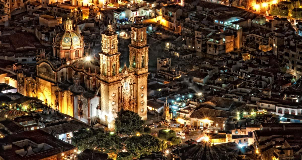 Iglesia de Santa Prisca de noche